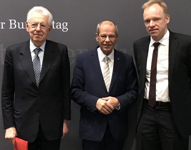 Karl-Heinz Wange mit Mario Monti (l.) und Prof. Clemens Fuest (r.)